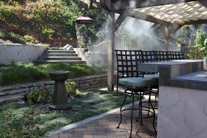 Mist-Cooled Dining Patio