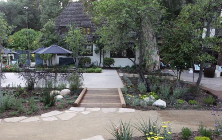 Rain Cascade Garden Entry